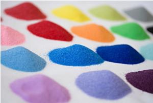 Trước khi học cách làm tranh tô cát nhiều màu cần phải nhuộm cát